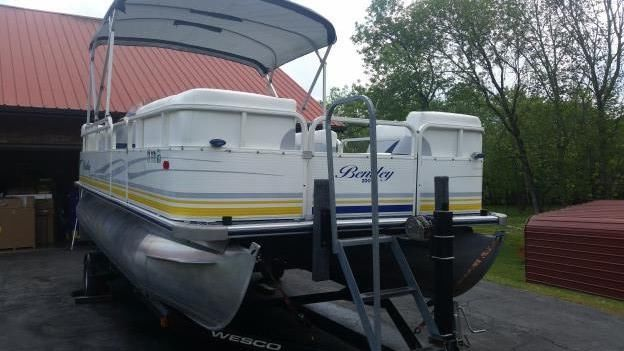 Bentley Pontoon Boats >> Pontoon Lift Boats for sale