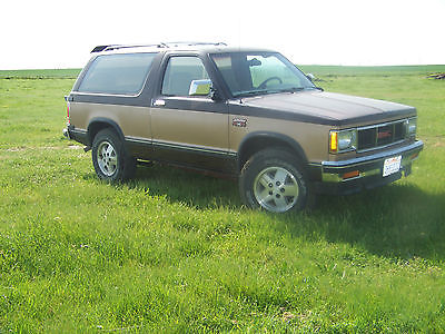 GMC : Jimmy 2 door 1987 gmc jimmy very clean 4 x 4 auto 2 door