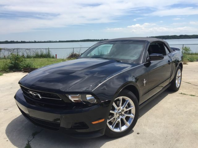 Ford : Mustang Premium 2011 ford mustang convertible v 6 clean clear title grandmothers car since new