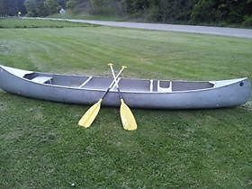 15 ft Gruman Aluminum Canoe with Paddles