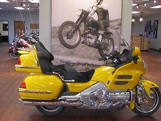 Honda : Gold Wing 2003 yellow gl 1800
