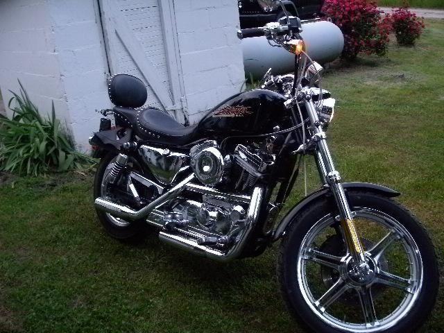 2001 Harley 882 Hugger