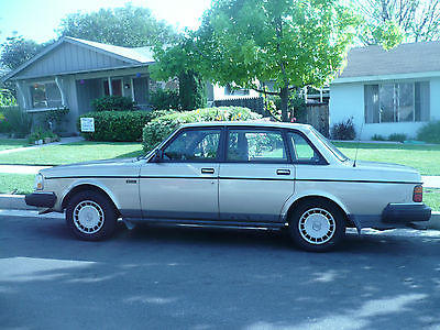 Volvo : 240 Gold Volvo 240 - Great Condition - West Los Angeles
