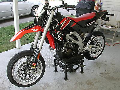 Aprilia : SXV 550 2008 aprilia sxv 550 supermoto motorcycle one owner