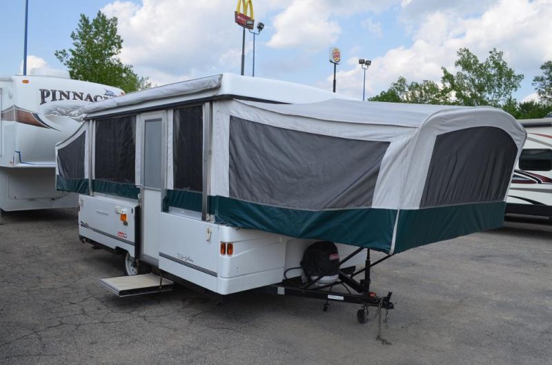 EXTREMELY CLEAN 2001 COLEMAN SUN VALLEY POP UP CAMPER