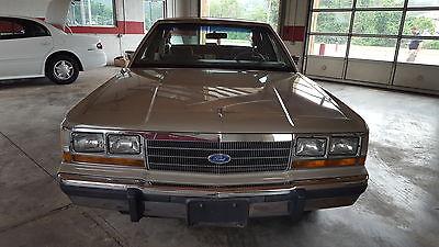 Ford : Crown Victoria LTD 1990 ford ltd crown victoria lx sedan 4 door 5.0 l
