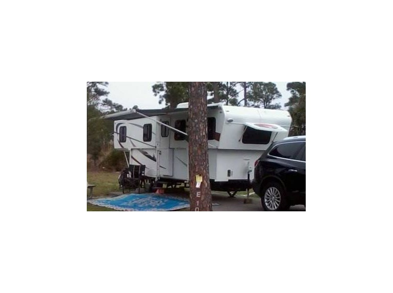 2011 Trailmanor 2720sl