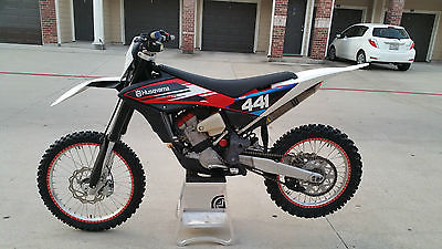 Husqvarna : TC 449 2013 husqvarna tc 449 only 10 hours of use ready to race with without trailer