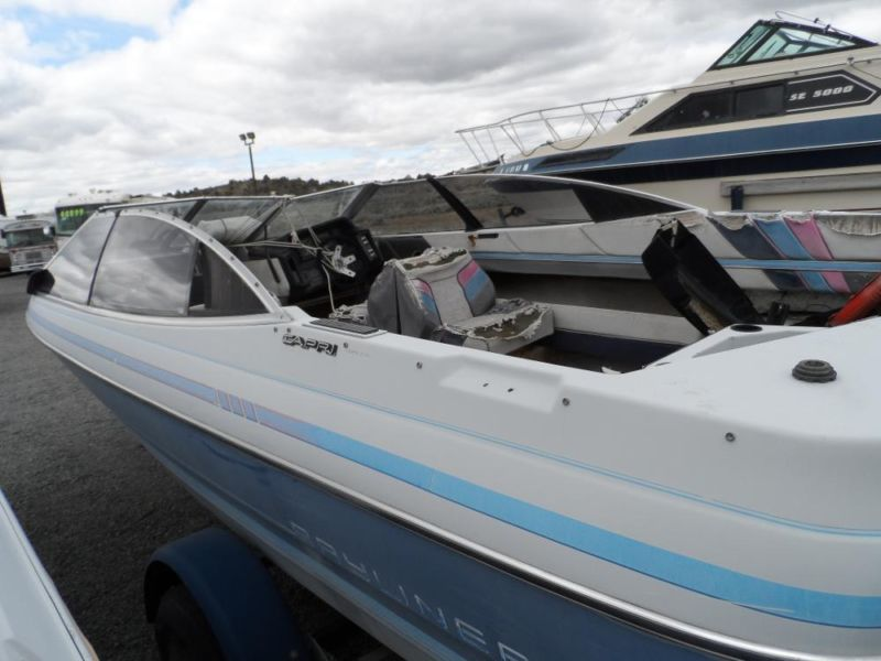 1989 Bayliner Capri Project / Parts Boat with Trailer