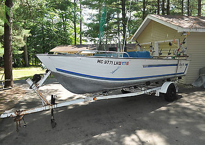 1983 Blue Fin 18' SuperHawk Center Console 50 HP Evinrude Outboard
