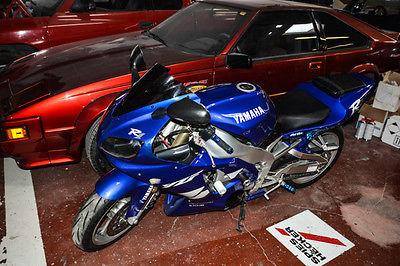 Yamaha : YZF-R 1999 yahama yzf r 1 vintage rod bike