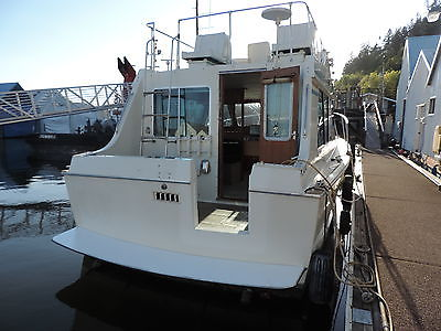 TOLLYCRAFT 30 , BOATHOUSE KEPT, DIESEL FURNACE,225 HRS NEW ENGINE,S TRAILER INC