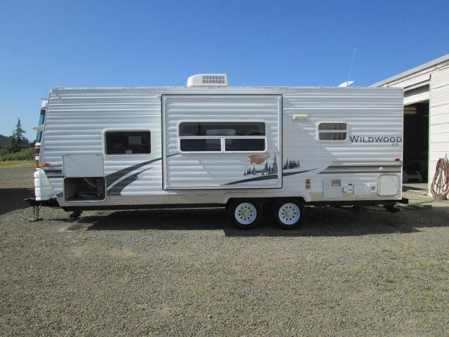 2008 Forest River Wildwood LE 23ft travel trailer with slideout