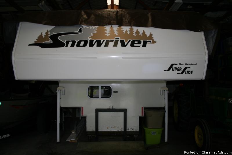 2004 SNOWRIVER M-810 DINETTE SLIDE