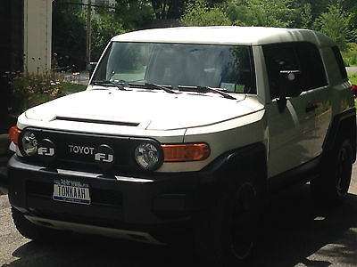 Toyota : FJ Cruiser TRD TRAIL TEAMS SPECIAL EDITION - One Owner - Lady Driven - White w Black Trim - TRD