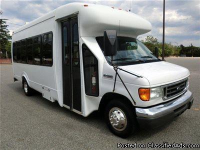 2007 Ford E450 24 Passenger Shuttle Bus (A4642)