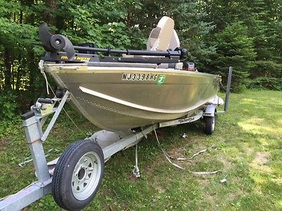 Crest liner Fishing Boat