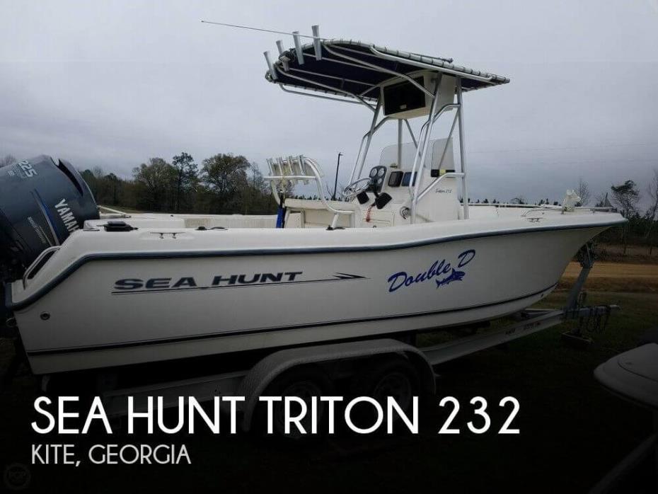 2005 Sea Hunt Triton 232