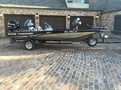 2010 Bass Tracker Pro Team 190TX Aluminum Bass Boat with 90HP Mercury Optimax