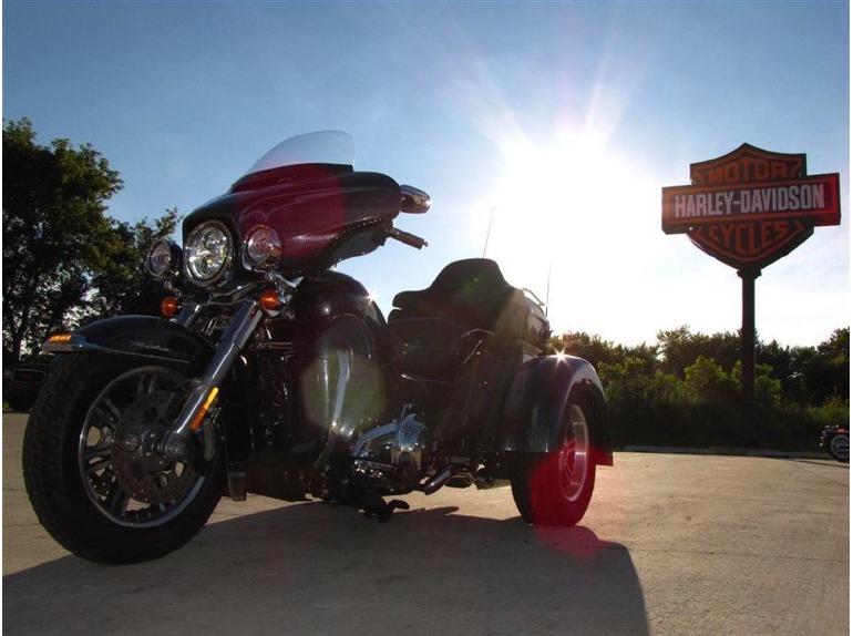 2015 Harley-Davidson TRI-GLIDE ULTRA CLASSIC TRIKE FLHTCUTG