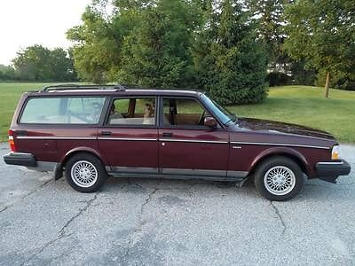 Volvo : 240 Classic Edition  1993 volvo 240 classic wagon 107 one owner cold air runs great