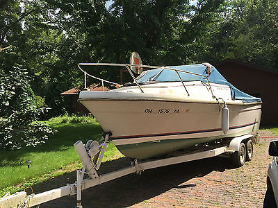 1982 Bayliner Trophy 20' fishing boat. 125HP Volvo Penta in/out drive. Trailer.