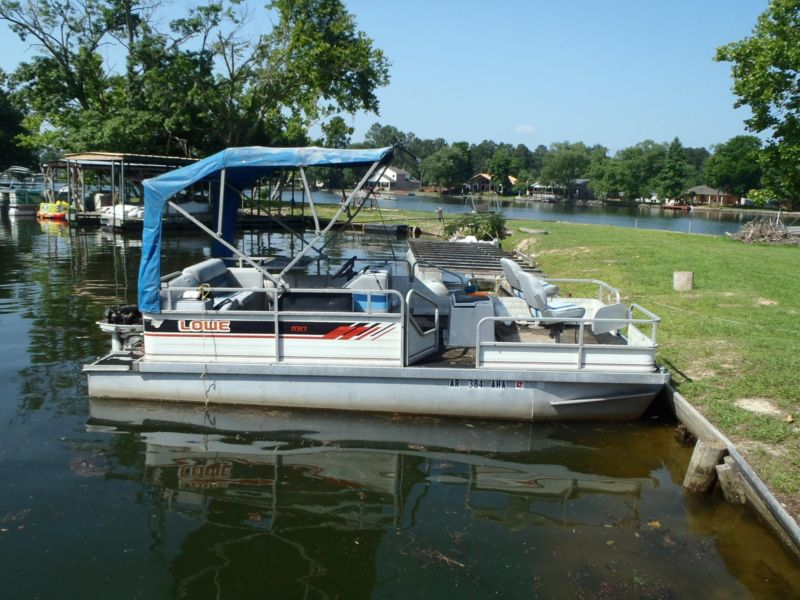Lowe 18 ft Party Barge 28 hp Johnson