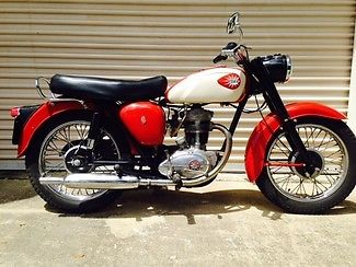 BSA : C15 250CC VINTAGE ORIGINAL MOTORCYCLE recent $2k service.  needs end to kick starter lever and new foam in seat