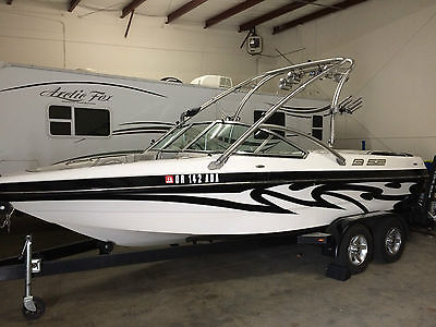 2007 MB Sport B52 Wakeboarding boat, Unique Black and White Design, Extras