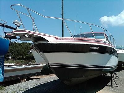 1988 WELLCRAFT ST TROPEZ - Rebuilt Twin 454 - Recent upgrades - Need a new owner