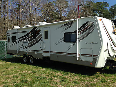 33 Ft 2802 BDS,  double slide, rear bunks,front queen bed, sleeps 8