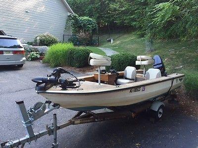 Bass Boat - 15 ft Glasstron