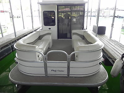 '05 Suntracker 32' Party Cruiser Pontoon/Houseboat