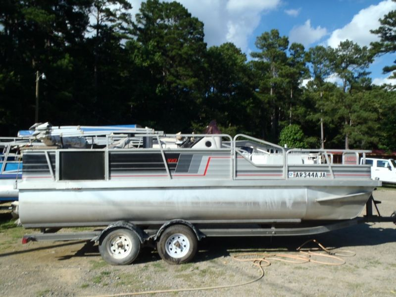 1990 Lowe 18 ft Party Barge 48 hp Johnson