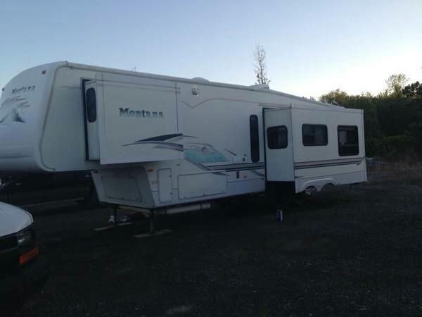 2002 Keystone Montana ** Model 3295RK ** 36 feet long