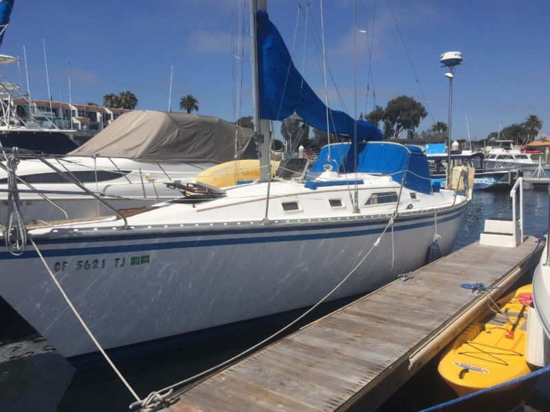 1985 Hunter 31 Fin Keel Sloop