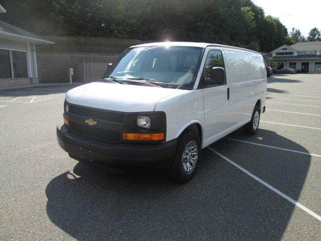 Chevrolet : Express AWD 1500 135 2014 chevy g 1500 awd cargo van 2 k miles 5.3 v 8 pwrgrp clean carfax 5 100 warr