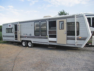 1990 30' Flight leader By Mallard travel trailer with new kitchen and more !!!!!