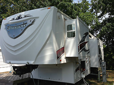 42ft Fifth Wheel Toy Hauler.
