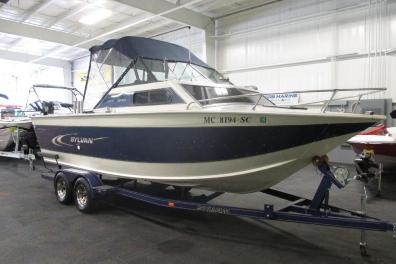 2001 Sylvan 2300 Offshore w/Cabin and 190 hp Mercruiser!
