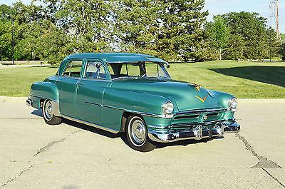 Chrysler : Saratoga 4 door sedan