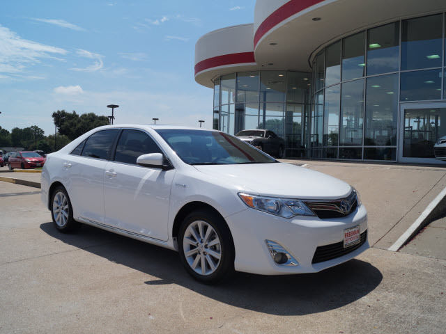 Toyota : Camry XLE XLE 2.5L Crumple Zones Front And Rear Multi-Function Display Stability Control