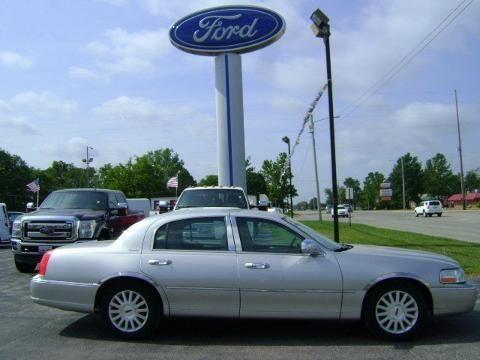 2003 LINCOLN TOWN CAR 4 DOOR SEDAN