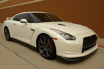 Nissan : GT-R  PREMIUM COUPE NAVIGATION HEATED SEATS ONE OWNER  2011 nissan gt r premium coupe navigation heated seats one owner low milles