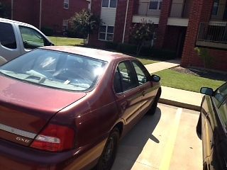 Nissan : Altima GXE Limited Edition Dependable 2001 Nissan Altima GXE Ltd Edition Burg Sedan Fold-down backseat