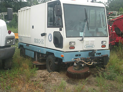 BARELY USED/1741 HRS SWEEPER/PARKING LOT SCRUBBER MACHINE DIESEL/RUNS GREAT/NICE