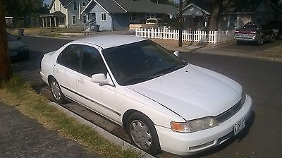 Honda : Accord grey white 4 door