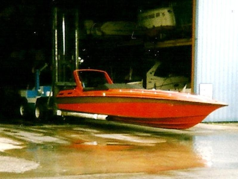 1988 FOUNTAIN ICBM 40Ft Off Shore Powerboat on Newer TARPON Trailer