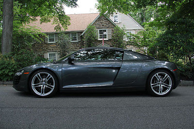 Audi : R8 Base Coupe 2-Door 2009 audi r 8 4.2 l 6 speed manual outstanding condition with single owner