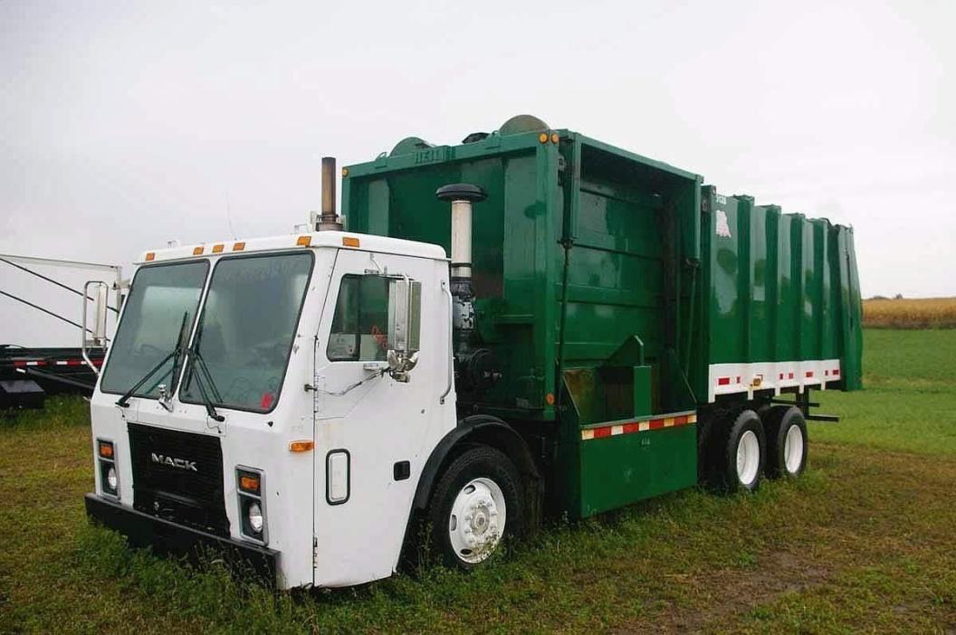 1997 Mack Le633 Garbage Truck